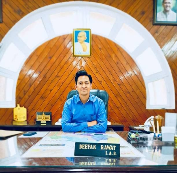 Deepak Rawat (IAS) Wiki, Vek, Kasta, Manželka, Deti, Rodina, Životopis a ďalšie